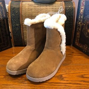 NWOT Dianah Mid Suede Boots